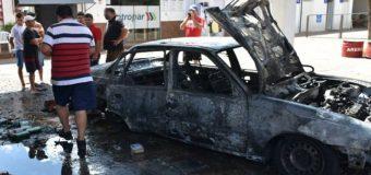 Un automóvil se incendió en una gasolinera de Caaguazú y causó gran susto