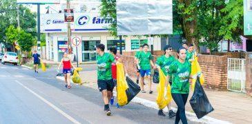 """""""Corriendo"""" recogieron basura de las calles de Coronel Oviedo"""