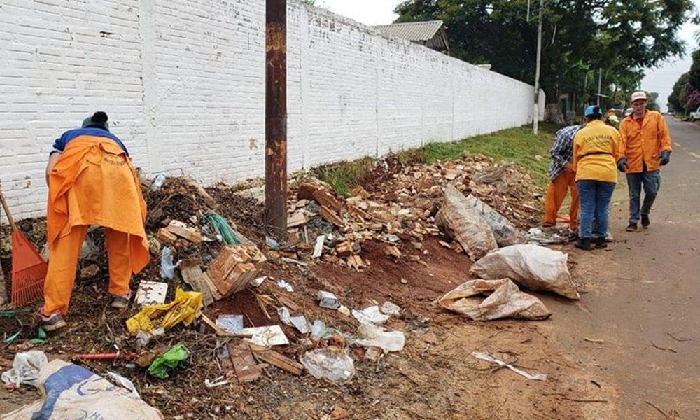 Municipalidad de Campo 9 realiza limpieza de varias calles de la ciudad
