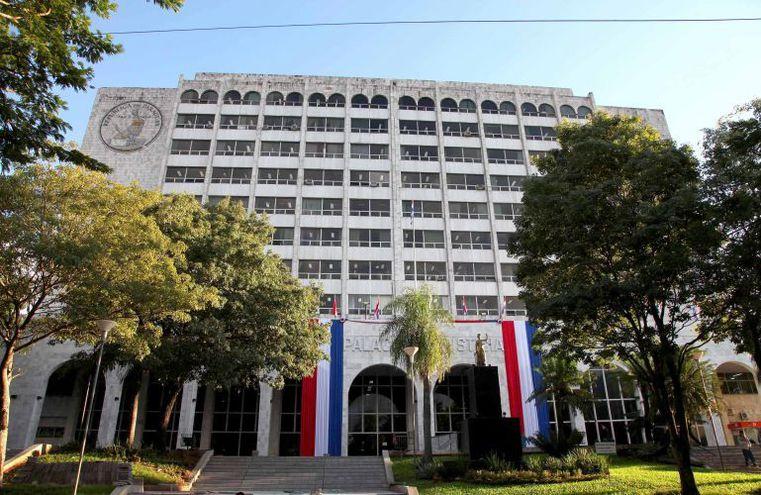 Corte se ratifica en excluir a funcionarios públicos