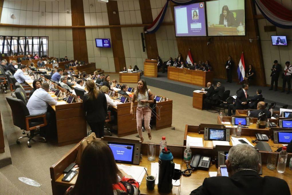 Diputados aprobaron cambiar la reglamentación de sesión existente