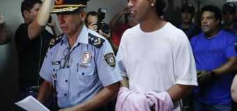 """Ronaldinho presentó al paraguayo que es su """"9"""" en la cárcel"""