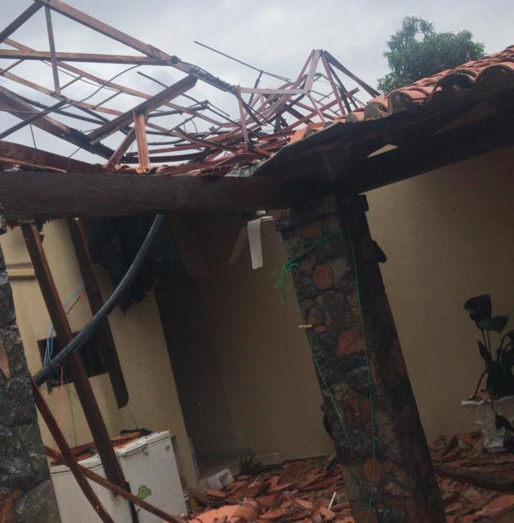 Fuerte temporal causa destrozos en varios puntos del país