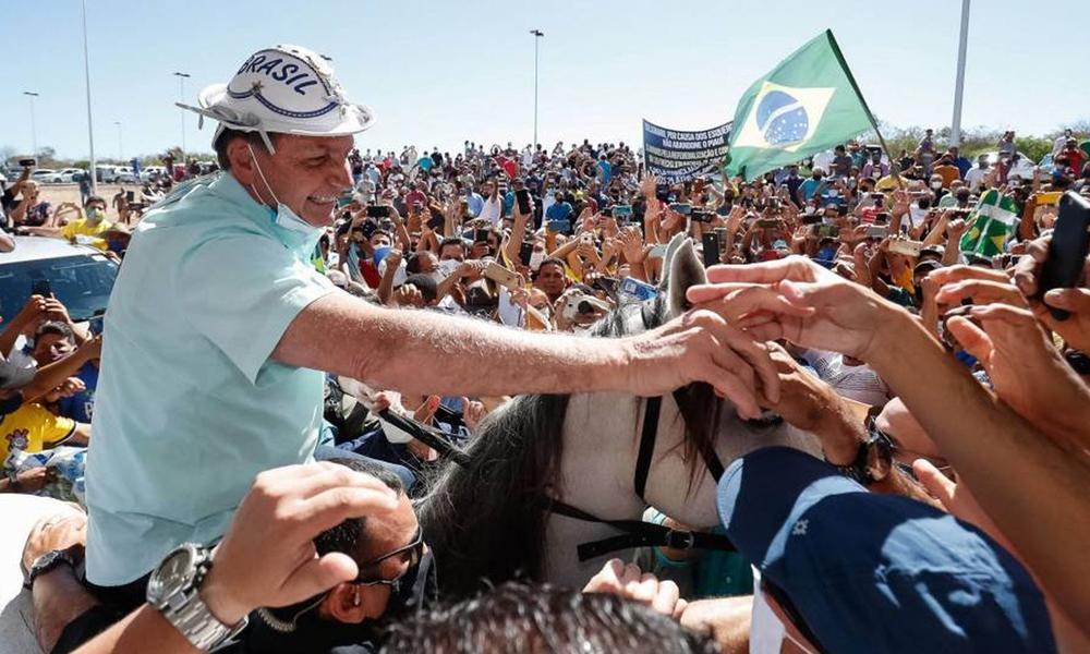 Bolsonaro anuncia que tiene una infección pulmonar, mientras vuelve a los mítines masivos