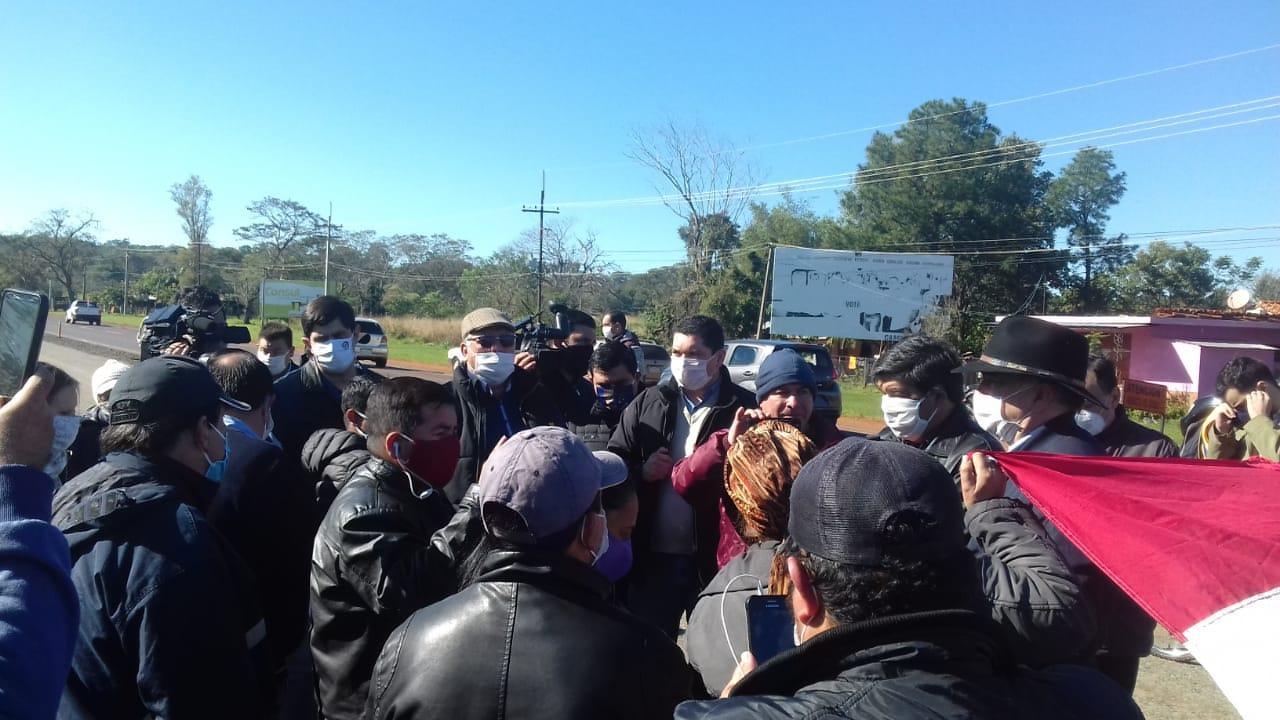 Comitiva del MOPC se reunió con pobladores de la zona de Nueva Australia y Espinillo