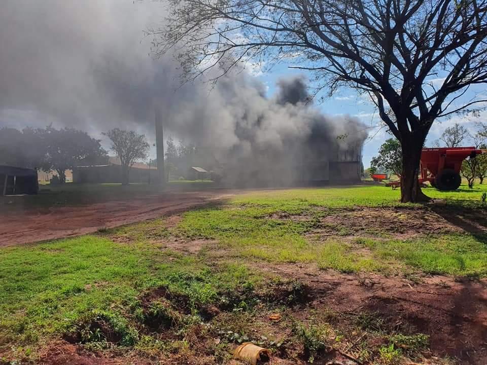Repatriación; Sin tierras quemaron maquinarias en la Colonia 3 de Noviembre