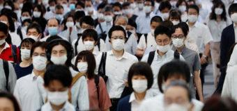 """Japón lanzó una """"mascarilla inteligente"""" y descartará las fabricadas en China"""